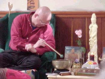 Lama Lar ending a meditation session